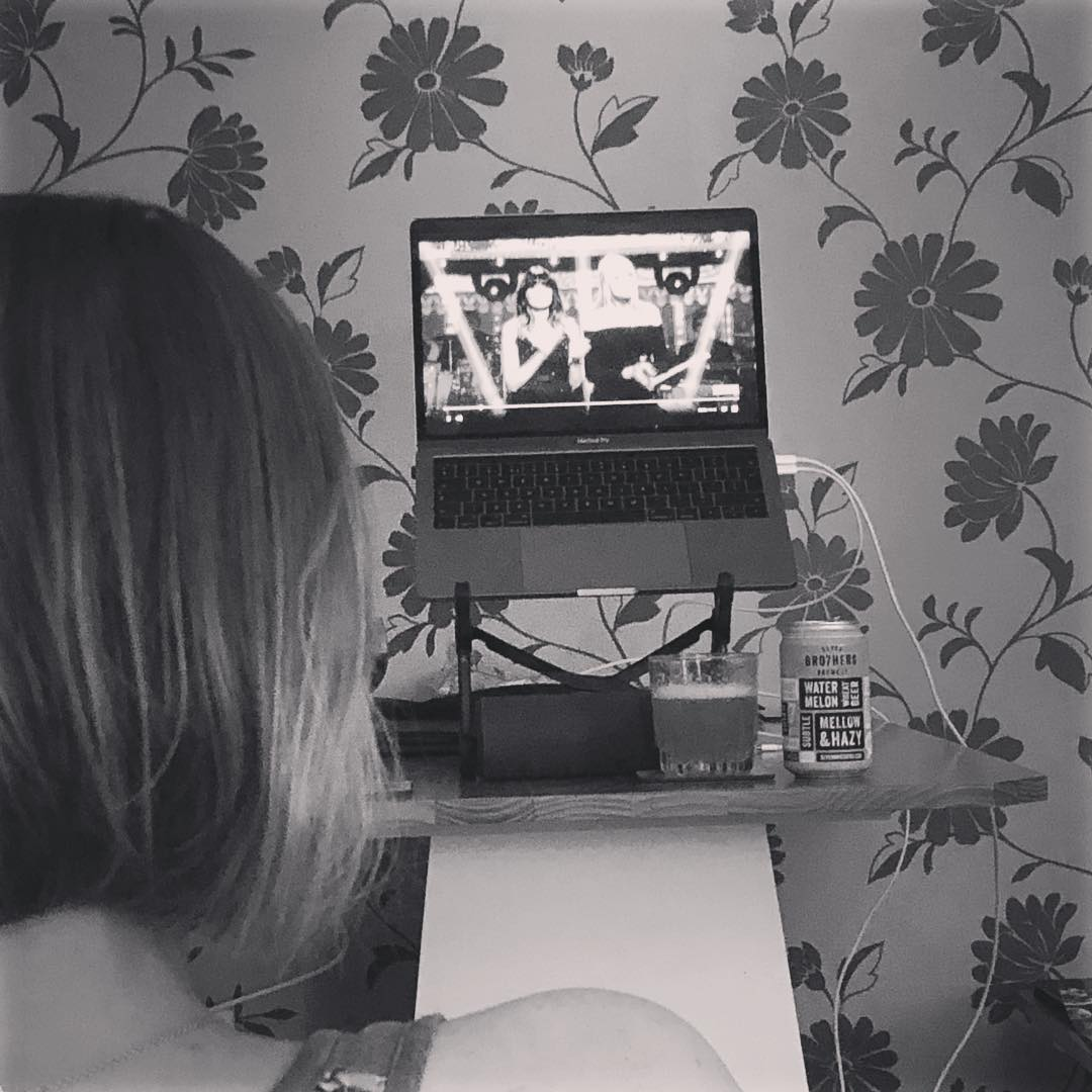 Instagram - BowyiY7gqrA